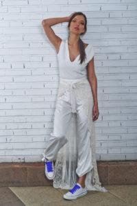 novia con pantalón blanco