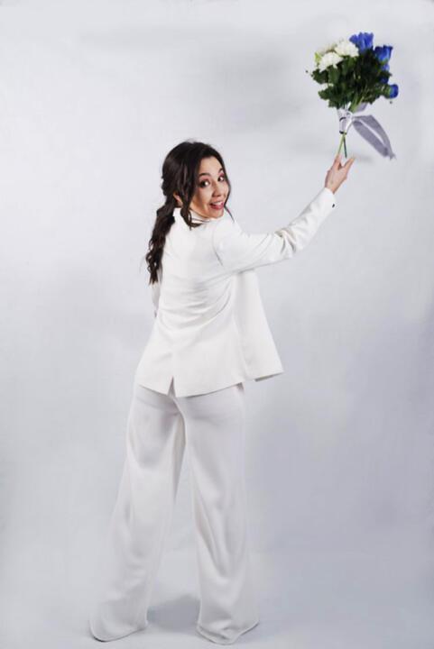 novia con pantalón a medida