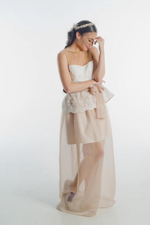 vestido de boda con falda rosa