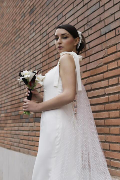 vestido de novia con cola de lunares