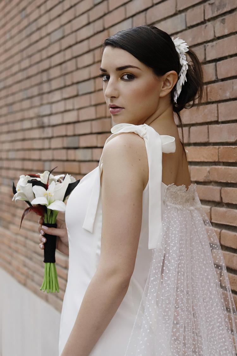 vestido de boda con cola capa