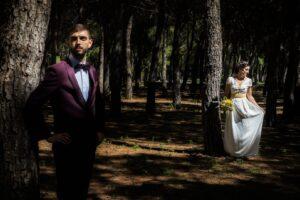 traje de novia con fajín amarillo