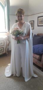 novia con capa larga